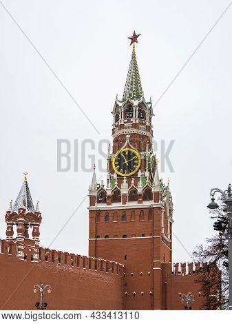 Spasskaya Tower Of Moscow Kremlin. The Spasskaya Tower Is The Main Tower With A Through-passage On T