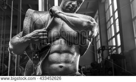 Old Fashion Bodybuilder Exercises In Gym