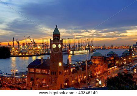 Hamburg Landungsbruecken Sunset  Rf