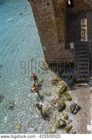 Alanya, Turkey - August 31, 2021: Tourists Swimming In The Mediterranean Sea At The City Walls Of Al