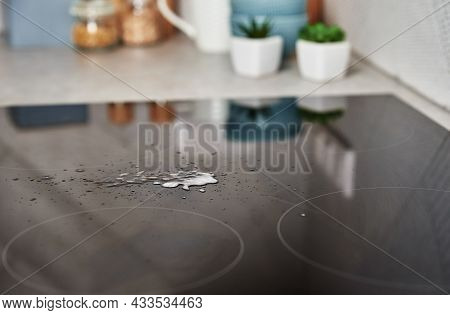 Cleaning Induction Stove. Cleaning Spray On Induction Hob. Clear Kitchen Appliance