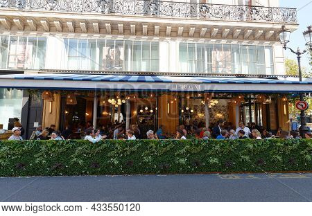 Paris, France-september 18, 2021 : The Traditional French Cafe Le Royal Located On The Famous Saint