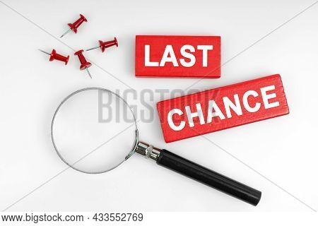 Business Concept. On A White Background, A Magnifying Glass And Red Plates With The Inscription - La