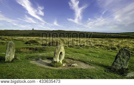 Men-an-tol Known As Men An Toll Or Crick Stone - Small Formation Of Standing Stones In Cornwall, Uni
