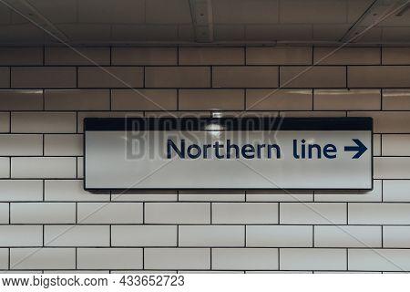 London, Uk - September 03, 2021: Direction Sign Towards The Northern Line Inside Of London Undergrou