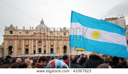 Crowd In St. Peter Square Before Angelus Of Pope Francis I