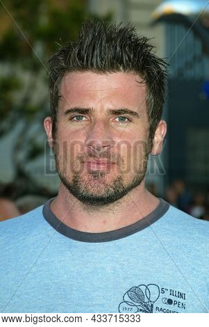 LOS ANGELES - APR 28: Dominic Purcell arrives for the ÔX2: X-Men UnitedÕ Los Angeles Premiere on April 28, 2003 in Hollywood, CA