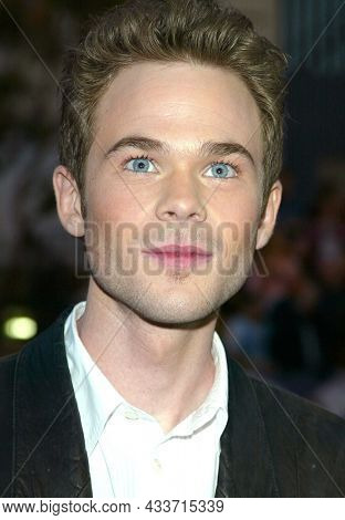 LOS ANGELES - APR 28: Shawn Ashmore arrives for the ÔX2: X-Men UnitedÕ Los Angeles Premiere on April 28, 2003 in Hollywood, CA