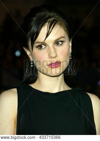 LOS ANGELES - APR 28: Anna Paquin arrives for the ÔX2: X-Men UnitedÕ Los Angeles Premiere on April 28, 2003 in Hollywood, CA