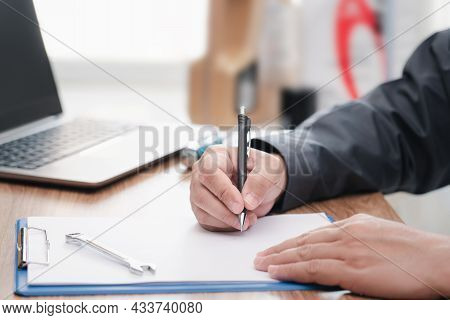 Technician Writing On The White Paper Clip Board File And Check The Car's Mileage Check Cycle To Cha