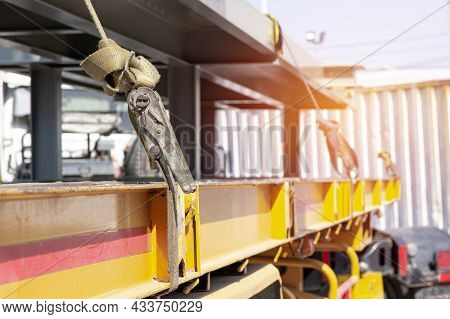 Ratchet Strap For Fastening Products To Prevent Falling On The Truck With Transportation Work