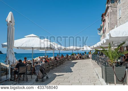 Tourists Sit At Tables In A Cafe On The Central Square In Rovinj, Croatia, August 30, 2018, The Cent