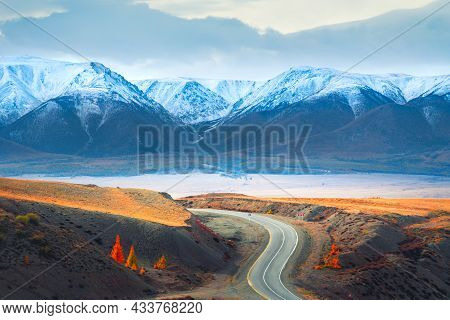 Beautiful Road In Autumn Mountains. Chuysky Tract And View Of North-chuya Mountain Ridge In Altai, S