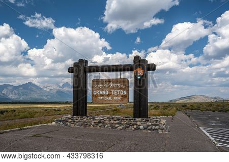 Grand Teton, Wy, Usa - Aug 29, 2020: A Welcoming Signboard At The Entry Point Of The Preserve Geyser