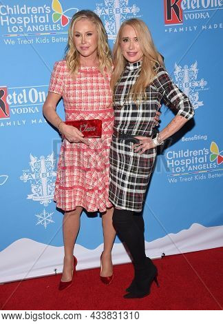 LOS ANGELES - SEP 21: Kathy Hilton and Kim Richards arrives for the 16th Annual Christmas in September Benefit on September 21, 2021 in West Hollywood, CA