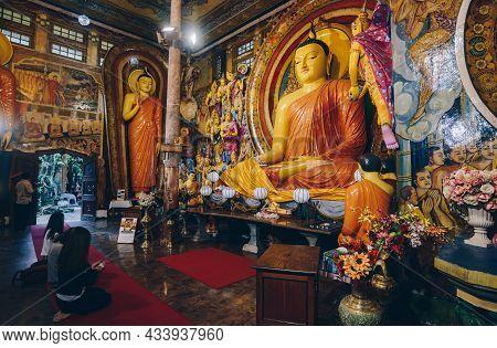 Colombo, Sri Lanka : 11/august/2019 : Buddhist Peoples Visit And Praying For Lord Buddha Statue Insi
