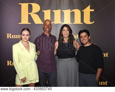 LOS ANGELES - SEP 01: Sophie Reynolds, Victor Boyce, Libby Boyce and Karan Brar arrives for the 'Runt' Los Angeles Premiere on September 22, 2021 in Hollywood, CA