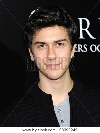 LOS ANGELES - OCT 07:  Nat Wolff arrives to
