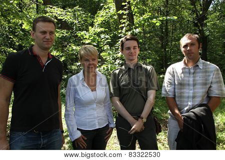 Policy Alexey Navalny, Evgenia Chirikova, Vladislav Naganov, Suren Gazaryan at the meeting of activi