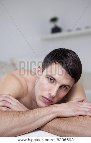 sexy junge Männer posieren