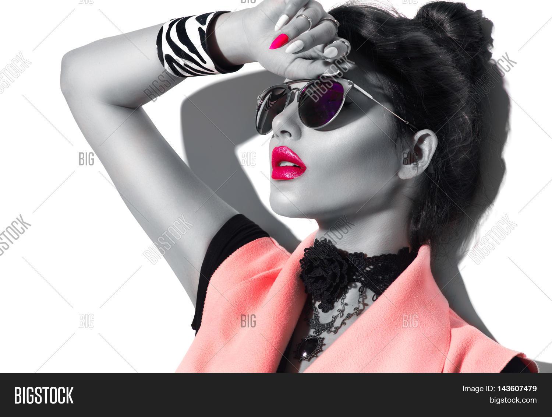 47b3fbf9a9a3 Beauty Fashion model girl black and white portrait