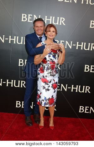 LOS ANGELES - AUG 16:  Mark Burnett, Roma Downey at the