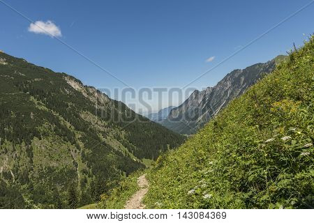 Hiking trail to valley with extensive outlook