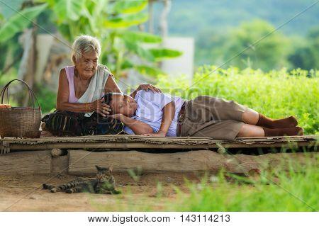 grandmother with grandchildren, The concept of love ties