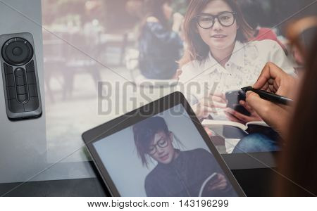 Photo asia women are using electronic toolsfocus button on hand