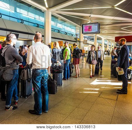 People Queue At Tegel Airport Check-in (hdr)
