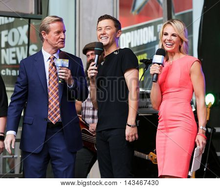NEW YORK-JUL 31: (L-R) Steve Doocy, Scotty McCreery and Elisabeth Hasselbeck at Fox and Friends' All-American Summer Concert Series at 48th Street and 6th Avenue on July 31, 2015 in New York City.