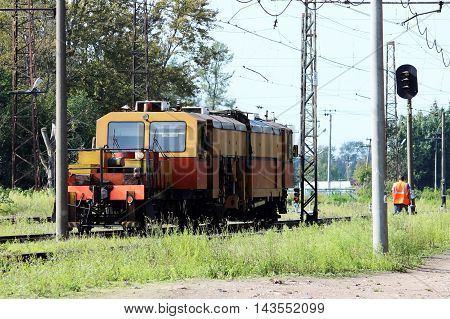 Railcar for maintenance of the railway and security checks
