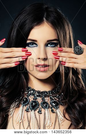 Beauty Portrait of Brunette Fashion Model. Pretty Face