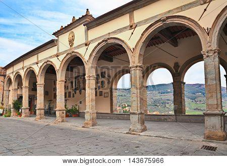 Castiglion Fiorentino, Arezzo, Tuscany, Italy: arch loggia (Logge del Vasari) in Piazza del Comune overlooking the valley