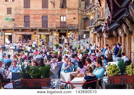 Street Restaurants On Piazza Del Campo In Siena