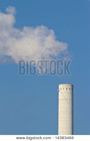Rauch und ein Schornstein
