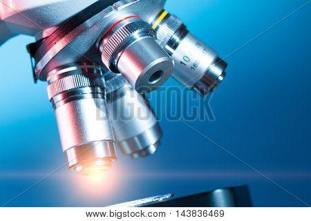 Light in microscope objectiv