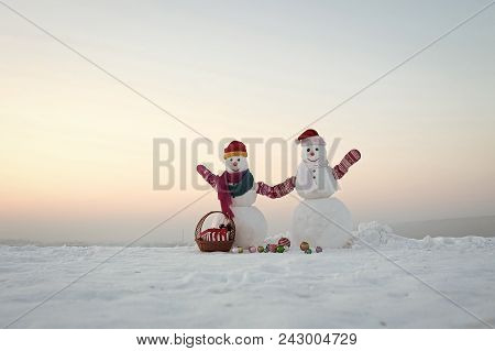 Happy New Year With Snowman. Snowmans Happy Couple. Snowmans Celebration. Snowman Couple With Presen