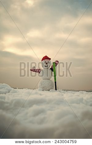 Happy New Year With Snowman. Snowmans Happy Couple. Snowmans Celebration. Winter Activity, Sport And