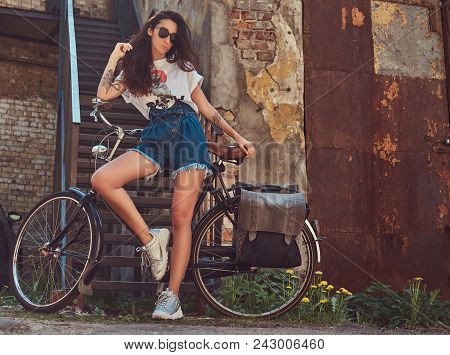 Cool Slim Girl In Short Denim Shorts, White T-shirt And Sunglasses, Posing With The City Bicycle Nea
