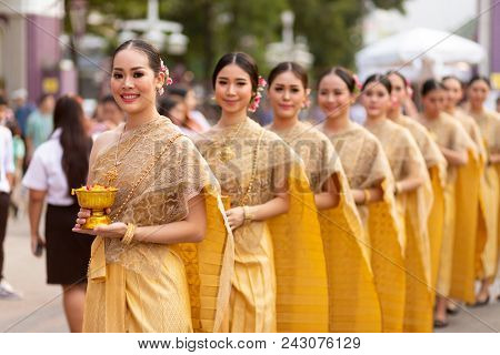 BANGKOK, THAILAND, JANUARY 17, 2018 : Group of women dancers dressed in traditional clothes are posing during the Thailand tourism festival at the Lumphini park in Bangkok, Thailand