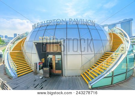 Singapore - April 28, 2018: The Fullerton Pavilion, A Glass Dome Floating On Marina Bay Between Clif