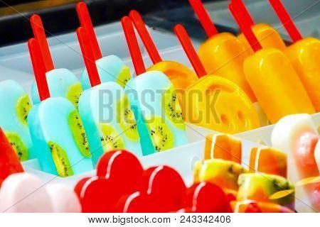 Arranged Freshy Fruity; Kiwi, Strawberry, Berry, Dragon Fruit, Papaya, Mango, Mint, Chocolate, Milk,