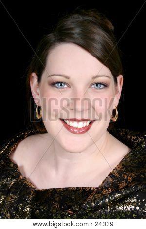 Hermosa mujer 20 - cinco años en negro