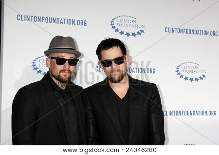 .LOS ANGELES - OCT 14:  Benji Madden, Joel Madden arriving at the Clinton Foundation