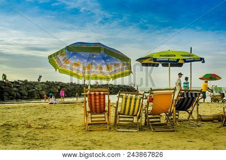 Manabi, Ecuador - May 29, 2018: Unidentified Tourists Walking In The Beach, With Chair And Unbrellas