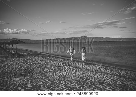 Romantic Couple. Man And Woman Walking, Couple Happy On Vacation. Couple In Love Running On Beach, S