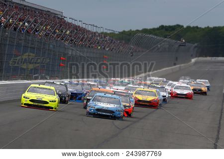 June 03, 2018 - Long Pond, Pennsylvania, USA: Ryan Blaney (12) and Kevin Harvick (4) lead the field to turn one on the start of the Pocono 400 at Pocono Raceway in Long Pond, Pennsylvania.