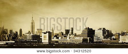 New York Skyline Golden