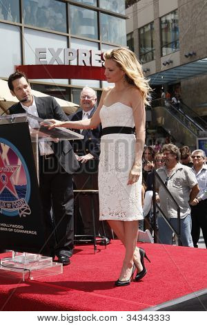 LOS ANGELES - AUG 6: Paul Rudd, Michelle Pfeiffer  as Michelle Pfeiffer was honored with the 2,345th star on the Hollywood Walk of Fame on August 6, 2007 in Los Angeles, California